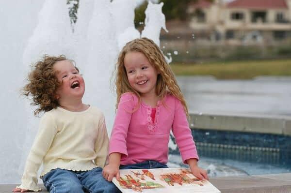 girls laughing w: bk-wiki